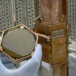 Našli fyzici z CDMS částici skryté hmoty? Sledujte přímý přenos ohlášení výsledků