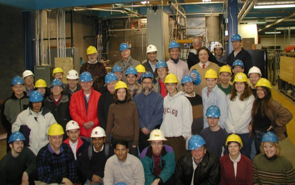 Tým vědců z 12 vědeckých institucí hledající částici skryté hmoty. Setkání v dole Soudan v březnu 2003 / foto: CDMS