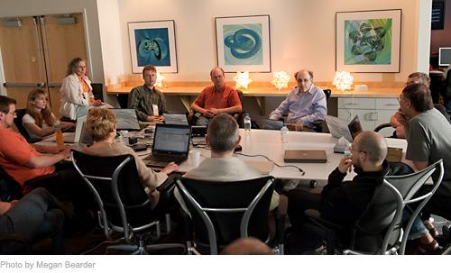Stephen Wolfram (vpravo ve světlé košili) se spolupracovníky / foto: Megan Bearer, Wolfram|Alpha Blog